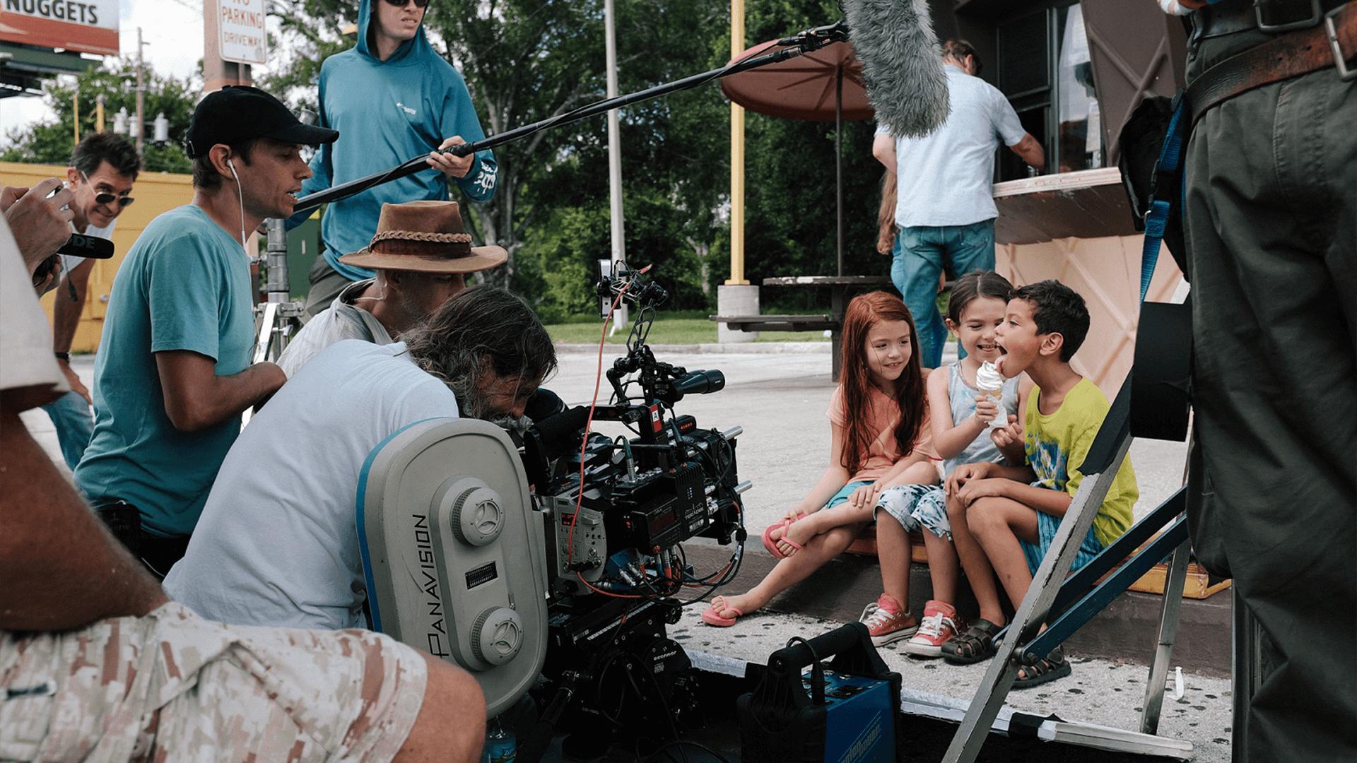 iPhoneから35mmフィルムカメラへ、変幻自在の撮影方法がもたらす映像力『フロリダ・プロジェクト 真夏の魔法』