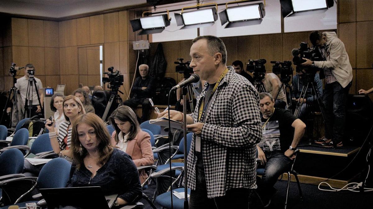 『コレクティブ 国家の嘘』ルーマニア発のドキュメンタリー映画が日本人に問いかけること