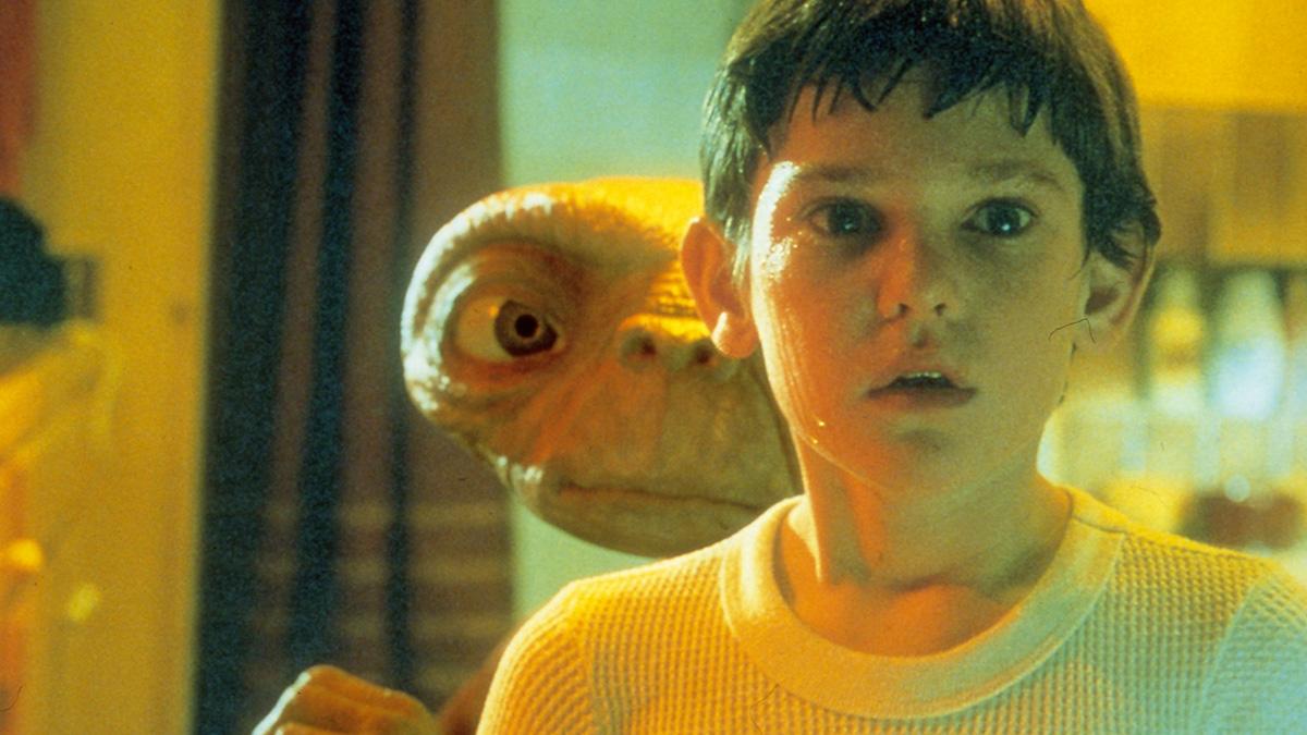『E.T.』スピルバーグの自伝的SFファンタジー、その着想の裏側とは?