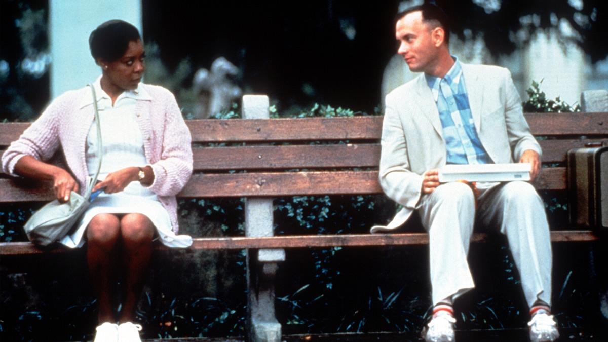 """『フォレスト・ガンプ/一期一会』名匠ゼメキスが最新技術を駆使して""""アメリカの姿""""を描いた、90年代ハリウッド映画の金字塔"""